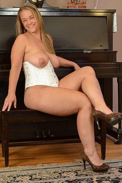 Amateur Sex Model Nixie Live