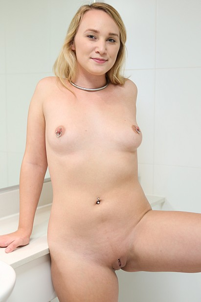Amateur Sex Model Kim Cums