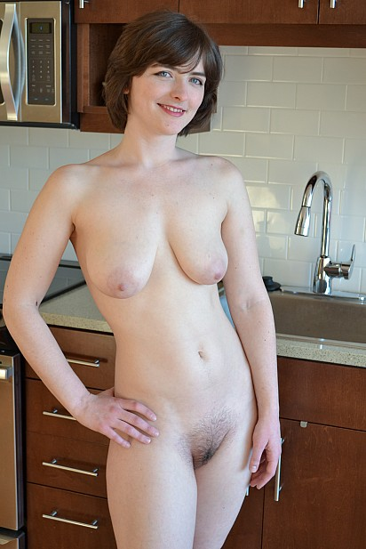 Amateur Sex Model Raven Snow