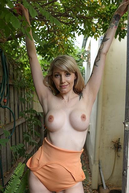Amateur Sex Model Charlotte Valentine